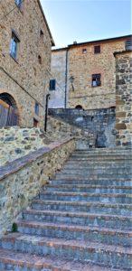 Scorcio de La Leccia per la via dell'Abbazia e le Terme abbandonate di San Michele alle Formiche